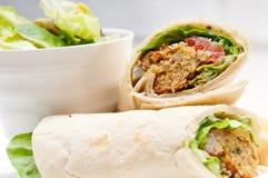 沙拉三明治皮塔饼小圆面包套三明治 免版税图库摄影