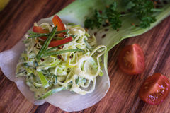 沙拉做用韭葱和葱 库存图片