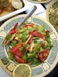 沙拉健康与在豪华的新鲜蔬菜制地图 免版税库存图片