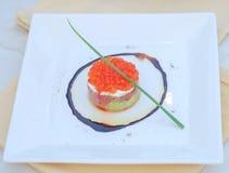 沙拉分层堆积蛋三文鱼 免版税库存照片