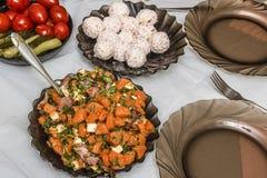 沙拉和开胃菜 宴会盘dof集中浅一家的餐馆 库存照片