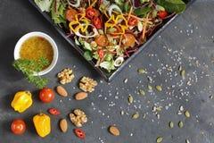 沙拉成份用莴苣、圆白菜、坚果和种子 免版税图库摄影