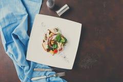 沙拉有章鱼和菜顶视图 图库摄影