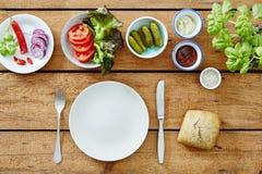 沙拉柜台和成份做的素食主义者三明治 库存照片