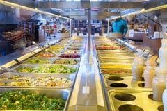 沙拉柜台 免版税库存照片