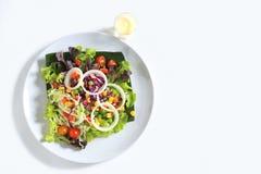 沙拉用乳酪和新鲜蔬菜 库存图片