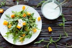 沙拉用南瓜和酸奶 免版税库存图片