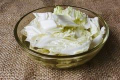 沙拉用在碗的大白菜 图库摄影