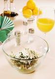 沙拉用新鲜的龙篙和绿色葡萄 免版税库存照片