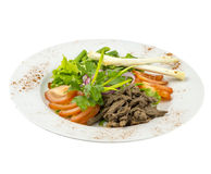 沙拉用新鲜蔬菜、肉和米面包 免版税库存照片