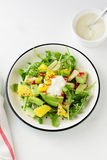 沙拉用桔子和鲕梨 免版税图库摄影