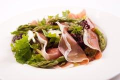 沙拉用芦笋和prosciutto 免版税库存照片
