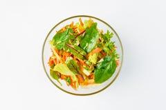 沙拉用芹菜、苹果计算机和西红柿在白色背景 免版税库存照片