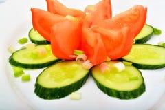 沙拉用蕃茄和cucumber.green 免版税库存图片