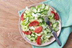 沙拉用蕃茄,圆白菜,黄瓜 免版税库存照片