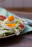 沙拉用蕃茄,鸡蛋,黄瓜 库存照片