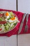 沙拉用蕃茄,鸡蛋,黄瓜 免版税库存照片