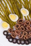 沙拉用鲥鱼和芦笋 免版税库存照片