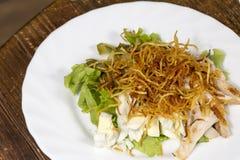 沙拉用鸡蛋和菜 免版税库存图片