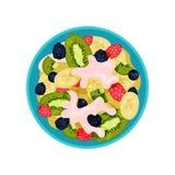 沙拉由猕猴桃、香蕉、成熟莓果和酸奶制成在蓝色碗,顶视图 可口水果盘 平的传染媒介象 向量例证