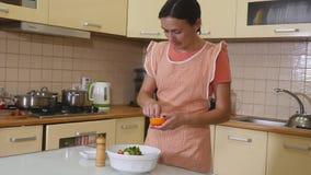 沙拉的准备 健康厨房蔬菜 烹调晚餐 影视素材