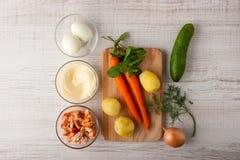 沙拉的成份用蟹肉、红萝卜和鸡蛋 免版税库存照片