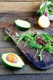 沙拉的成份,芝麻菜,鲕梨 免版税图库摄影