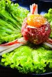 沙拉菜用新鲜的牛肉和鸡蛋 免版税库存图片