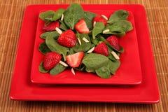 沙拉菠菜草莓 免版税库存图片