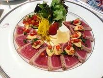 沙拉金枪鱼辣,日本和泰国融合食物,日本 免版税库存照片