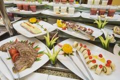沙拉食物的Selction在餐馆自助餐的 免版税库存图片