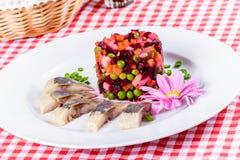 沙拉香醋和盐味的鲱鱼 免版税库存照片