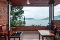 沙摩西岛别墅传统和古色古香的客厅  免版税库存照片