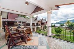 沙摩西岛别墅传统和古色古香的客厅  库存图片