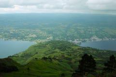 沙摩西岛海岛和多巴湖全景  免版税图库摄影