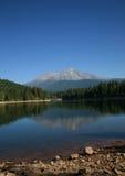 沙斯塔山的Siskyou湖 免版税库存图片
