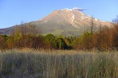 沙斯塔山,一个火山在喀斯喀特山脉,北加利福尼亚 免版税图库摄影