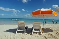 沙滩伞观点 免版税库存图片