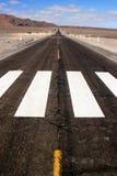 沙漠不尽的高速公路 免版税图库摄影