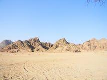 沙漠与山的背景风景 库存照片