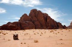 沙漠乔丹兰姆酒徒步旅行队旱谷 免版税图库摄影