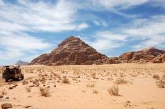 沙漠乔丹兰姆酒徒步旅行队旱谷 免版税库存图片