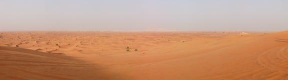 沙漠全景在日落期间的 库存图片