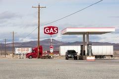 沙漠加油站 免版税库存照片