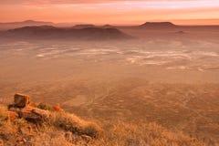 沙漠南部非洲的干旱台地高原日落 免版税库存照片