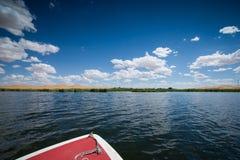 沙漠和湖风景 免版税库存照片