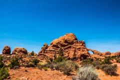 沙漠和石头曲拱 沙漠默阿布,犹他风景  免版税图库摄影