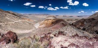 沙漠在蓝天下 库存照片