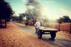 沙漠天空和人的生活方式在村庄 免版税图库摄影