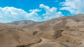 沙漠小山临近死海 免版税库存图片